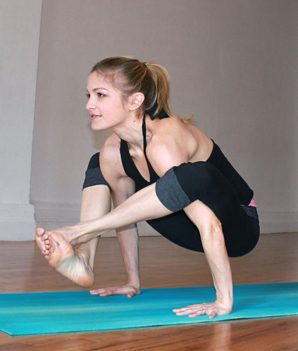 The Best Yoga Poses for Amazing Arms | Heidi Kristoffer